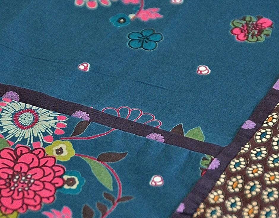 nappe bleue fleurs carr e 160x160 cm nappes et serviettes baobab l a mundis. Black Bedroom Furniture Sets. Home Design Ideas