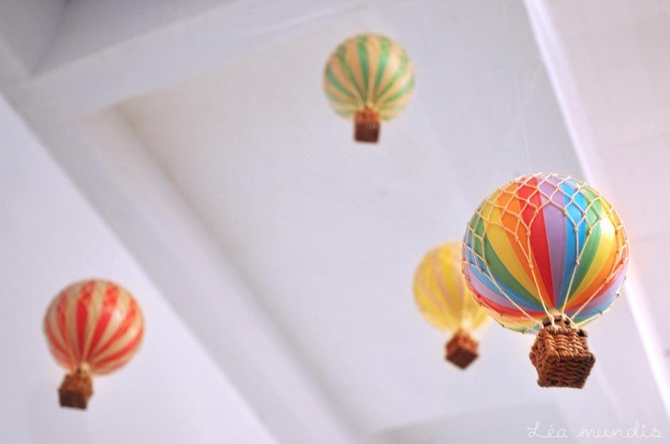 montgolfi re 8 5cm rouge mobiles authentic models mobiles authentic models. Black Bedroom Furniture Sets. Home Design Ideas